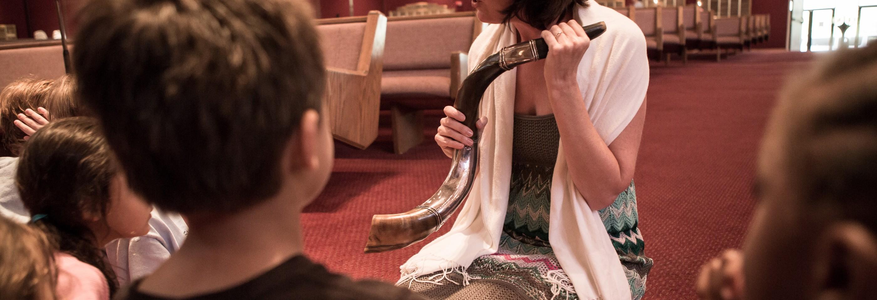 Cantor Kerith Spencer-Shapiro teaches students about the shofar