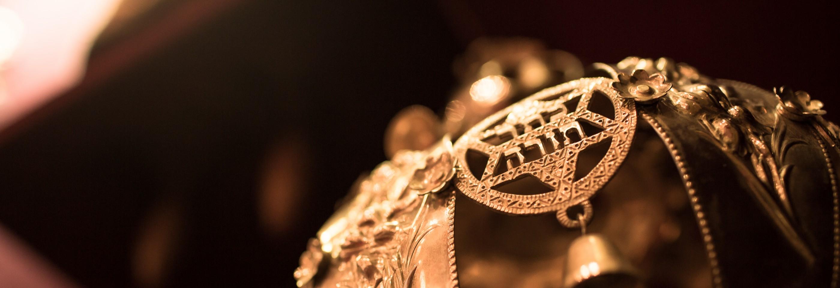 Crown of torah, picture of a keter torah